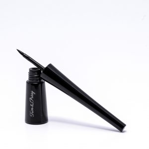 Pen-tip liquid eyeliner