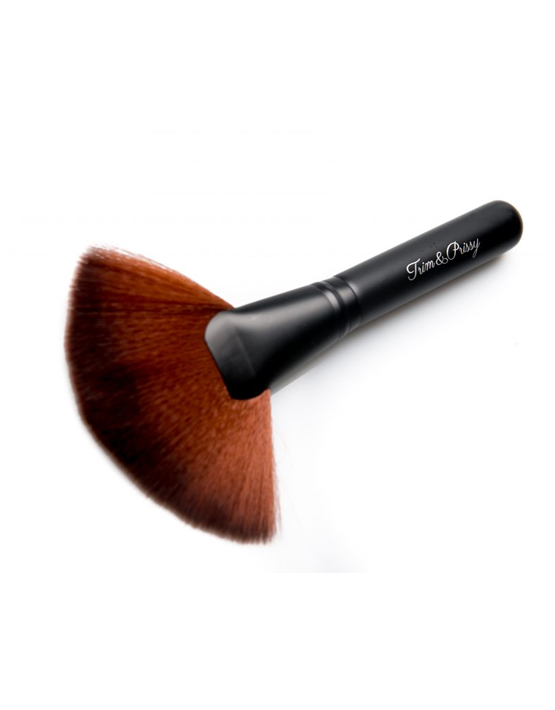JUMBO FAN BRUSH - trim and prissy cosmetics